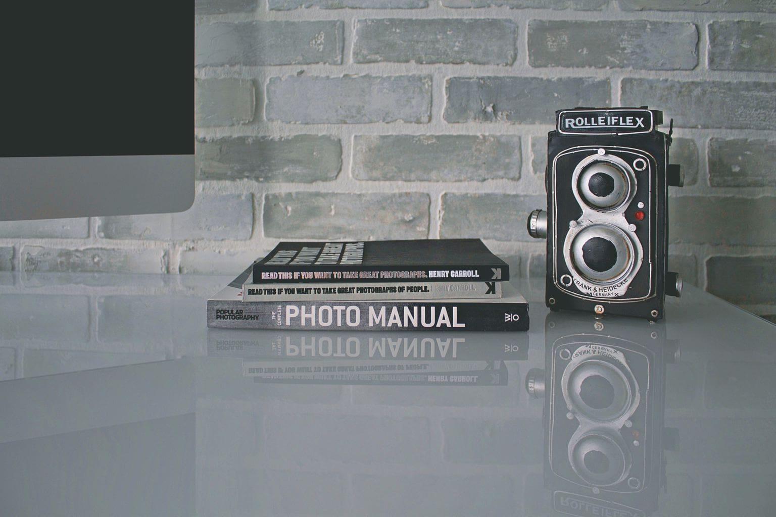 Libros de fotografía en una mesa