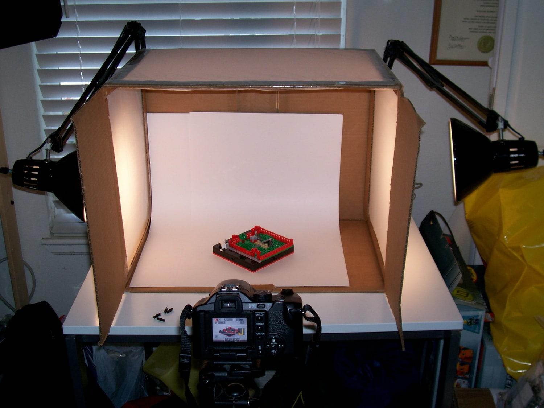 Cámara tomando foto en una caja de luz