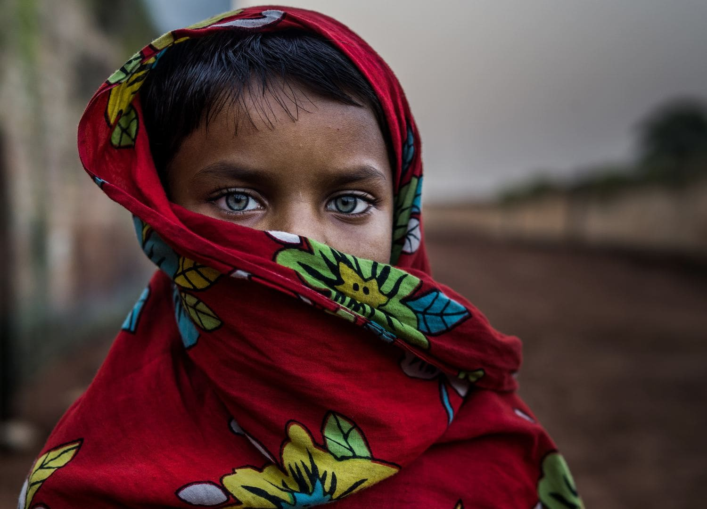 Retrato de una niña con ojos claros