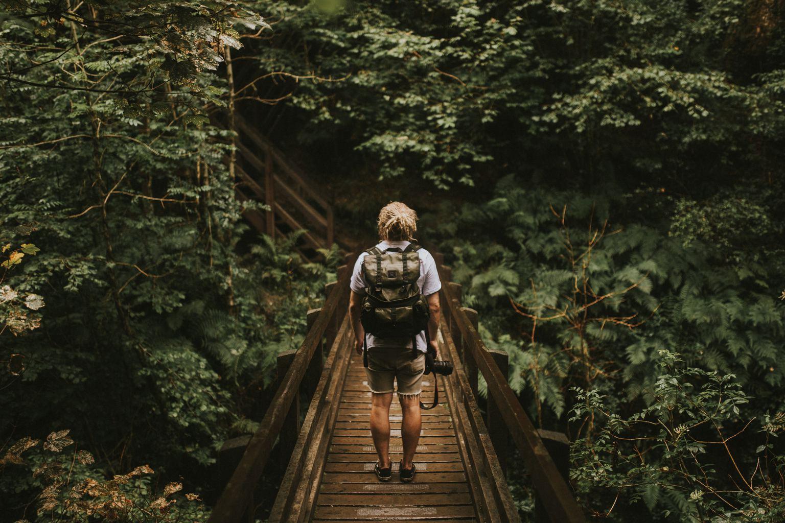 Fotografía de un fotógrafo en la selva