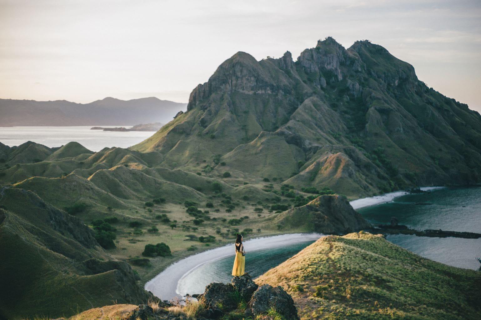 Fotografía de una mujer en una montaña