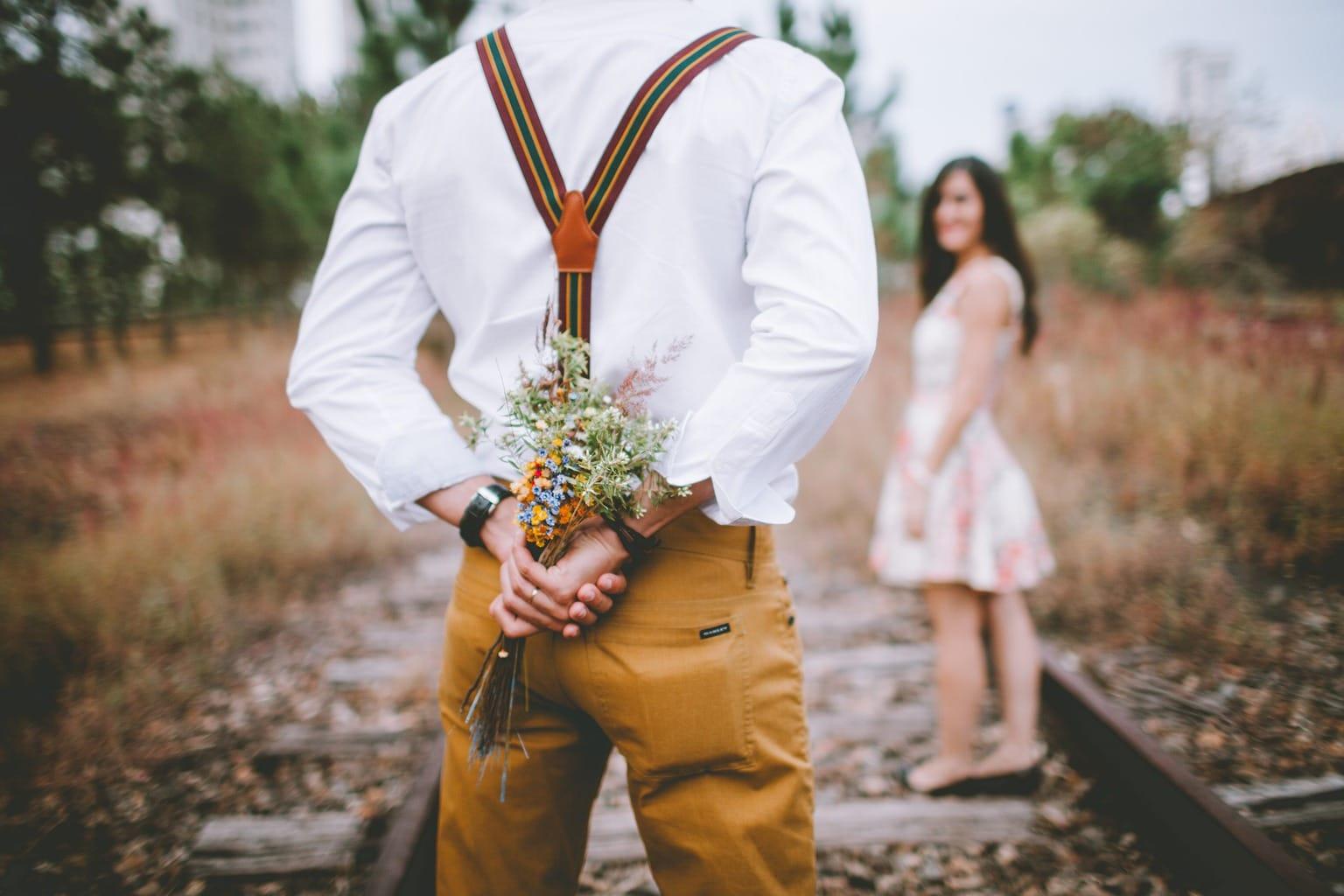 Fotografía pareja en la naturaleza San Valentín