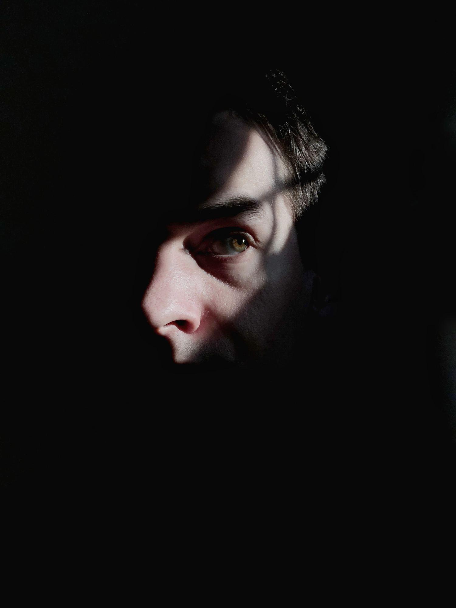 fotografía creativa reflejo luz en un ojo