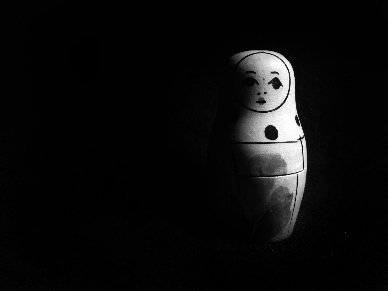 matryoshka  en blanco y negro