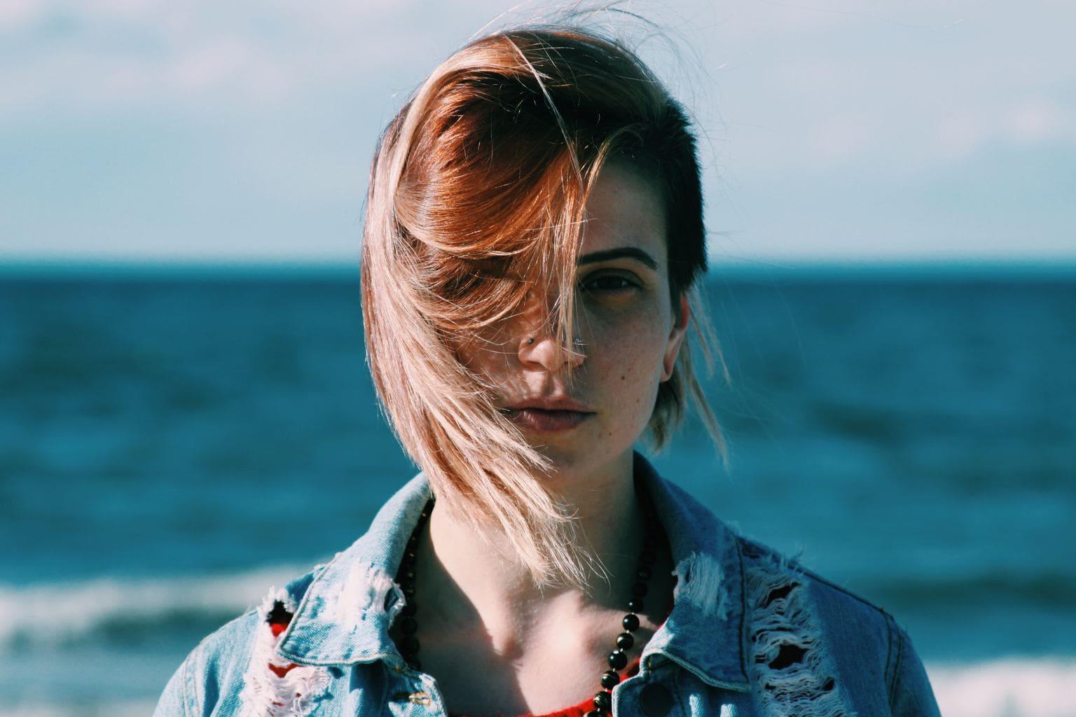 Retrato de una chica en la playa