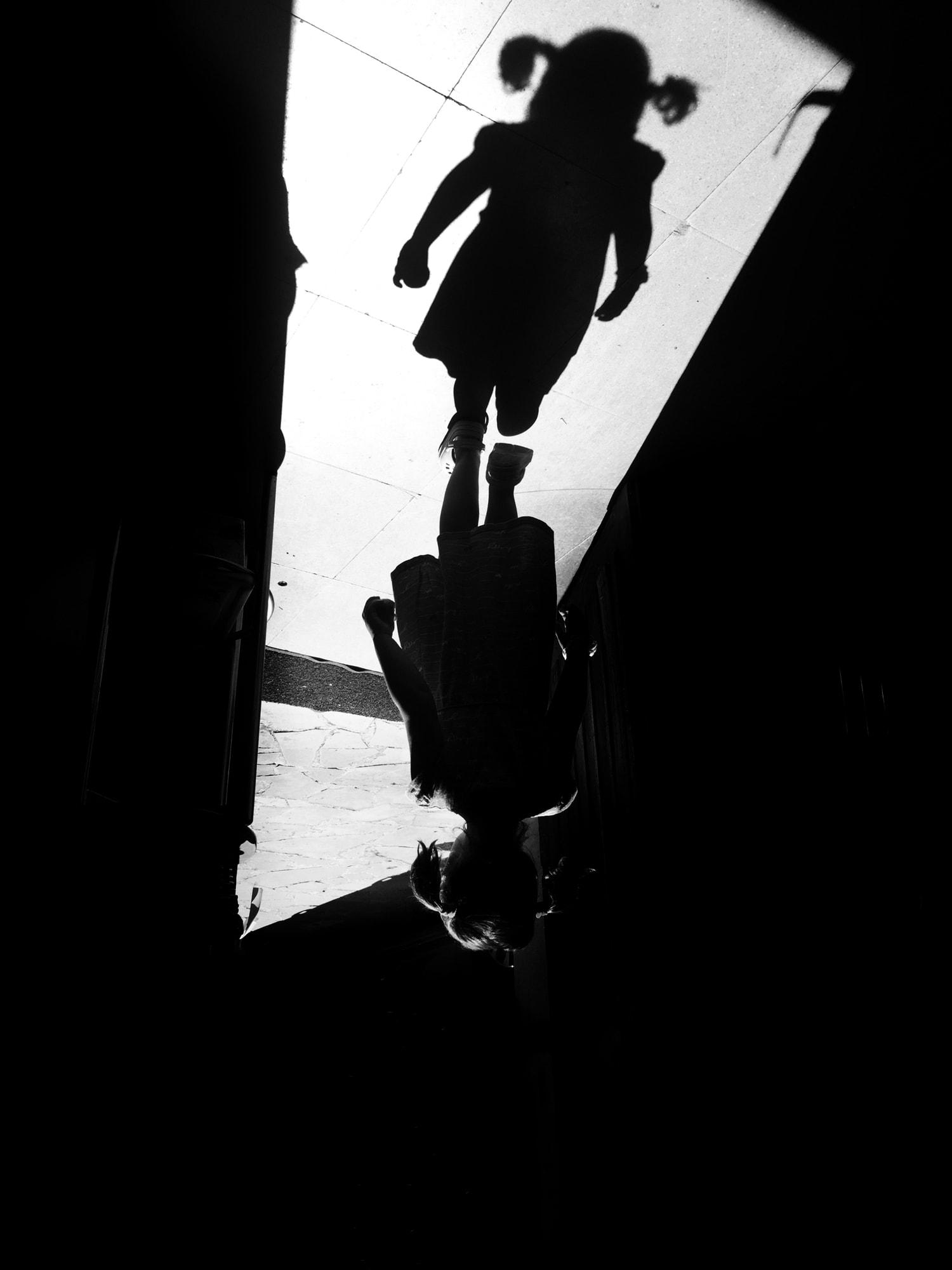 forografía de una silueta de niña