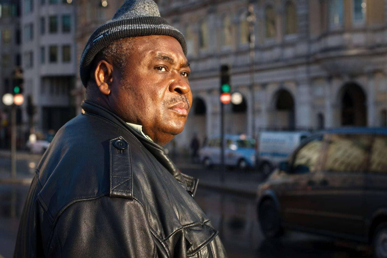 Retrato de un hombre en la calle