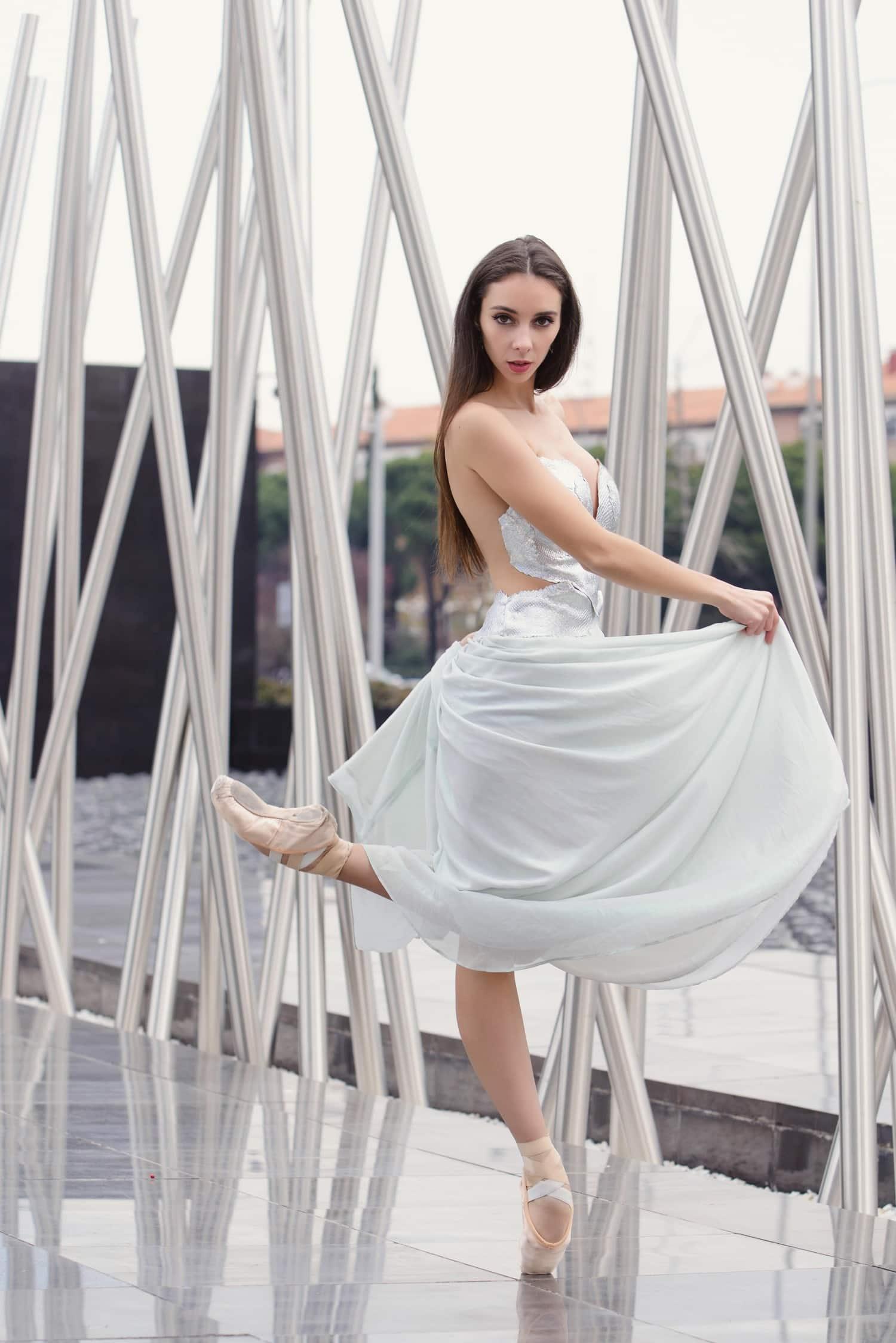 fotografía de una bailarina con vestido