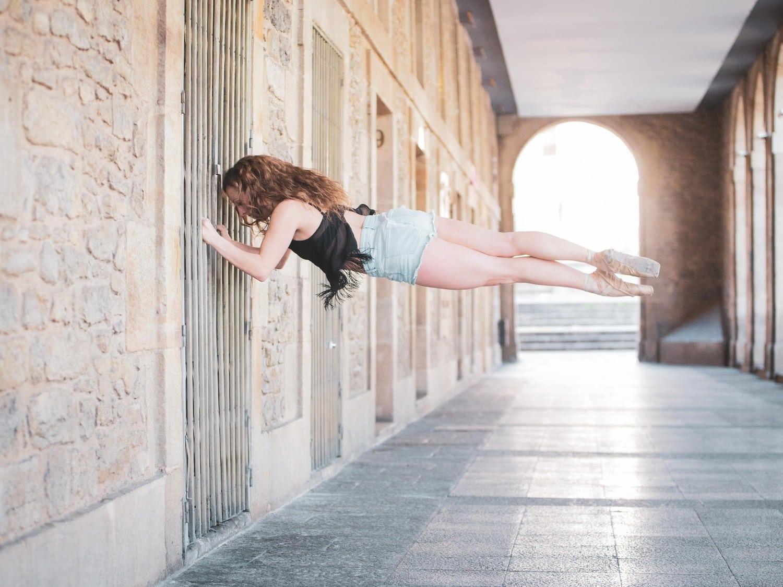 fotografía de una bailarina en vertical