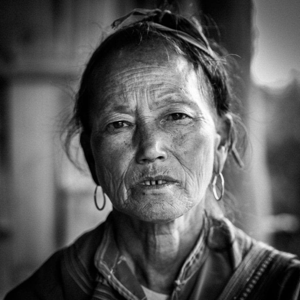 Retrato mujer mayor asiática