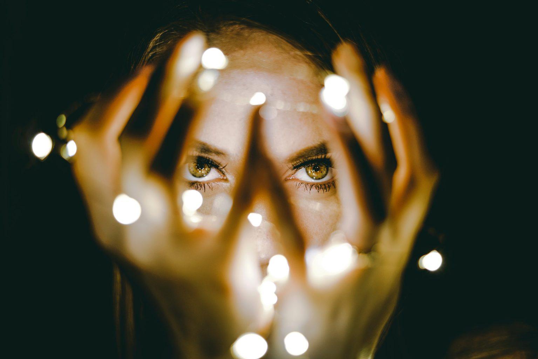 Retrato con luces navideñas
