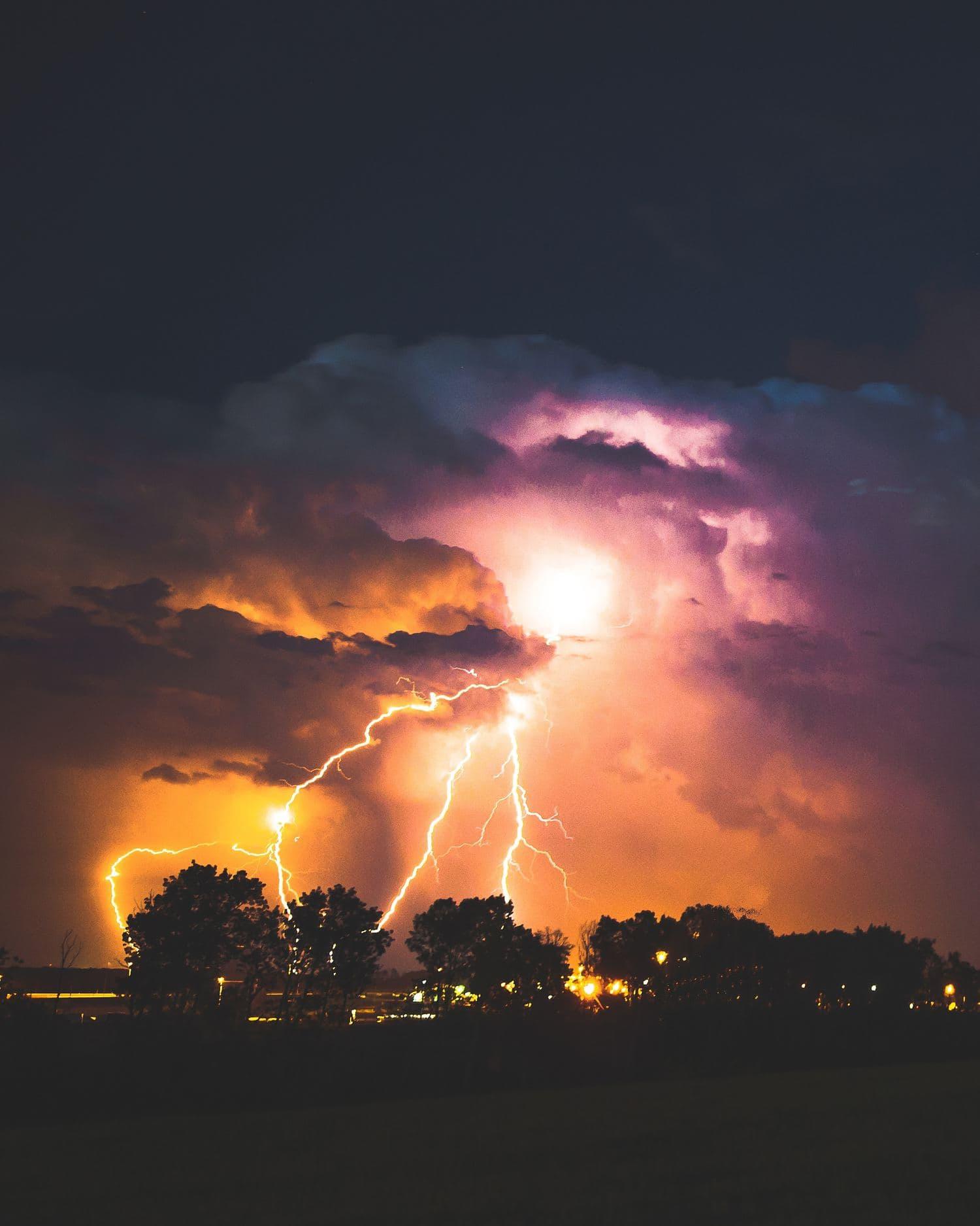 fotografía trueno entre nubes