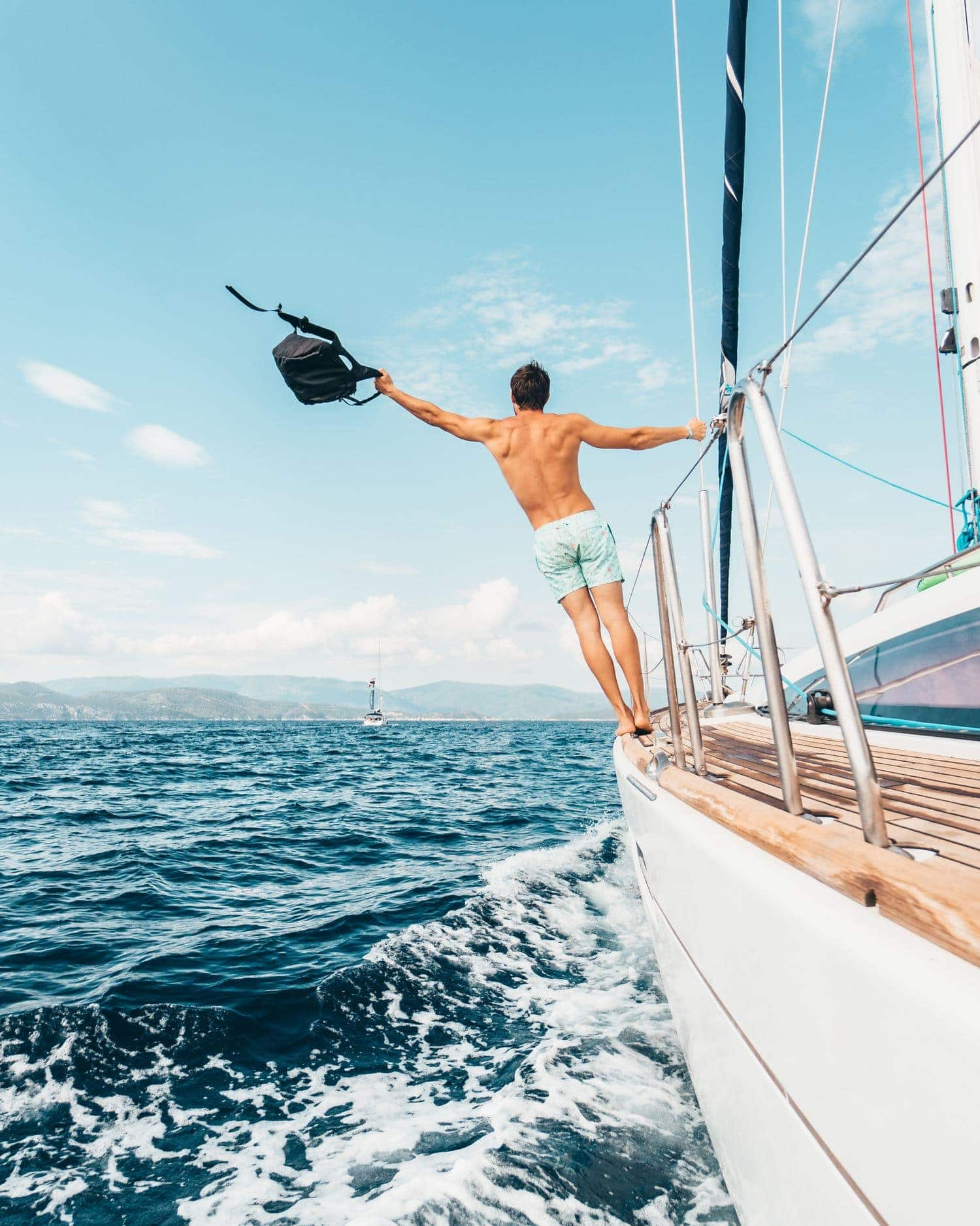 Fotografía hombre en un velero