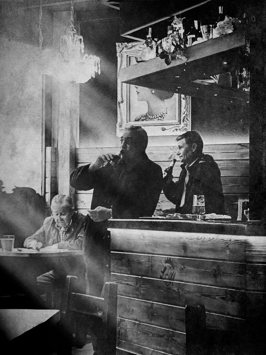 fotografía clientes en un bar