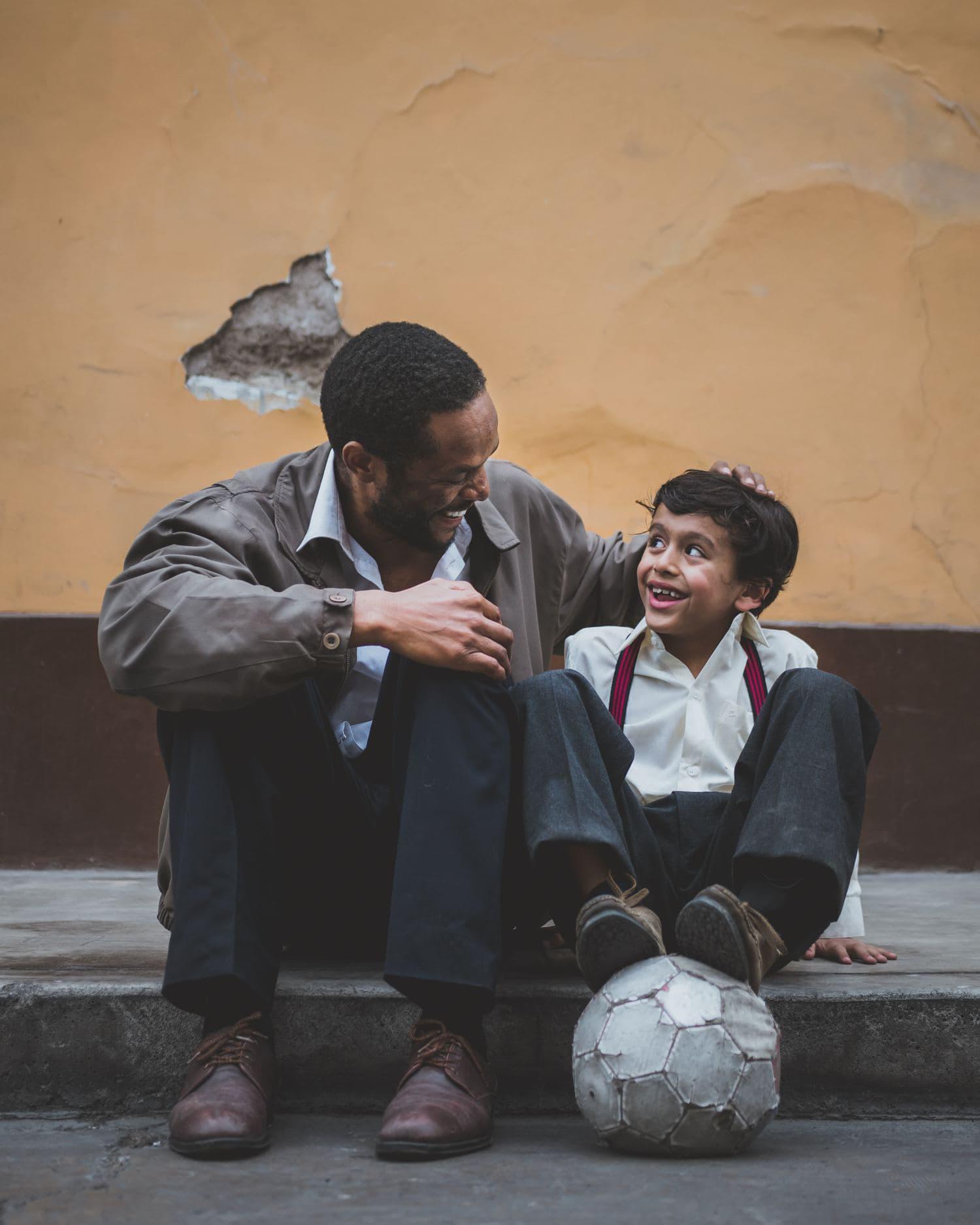 fotografía de un padre con su hijo
