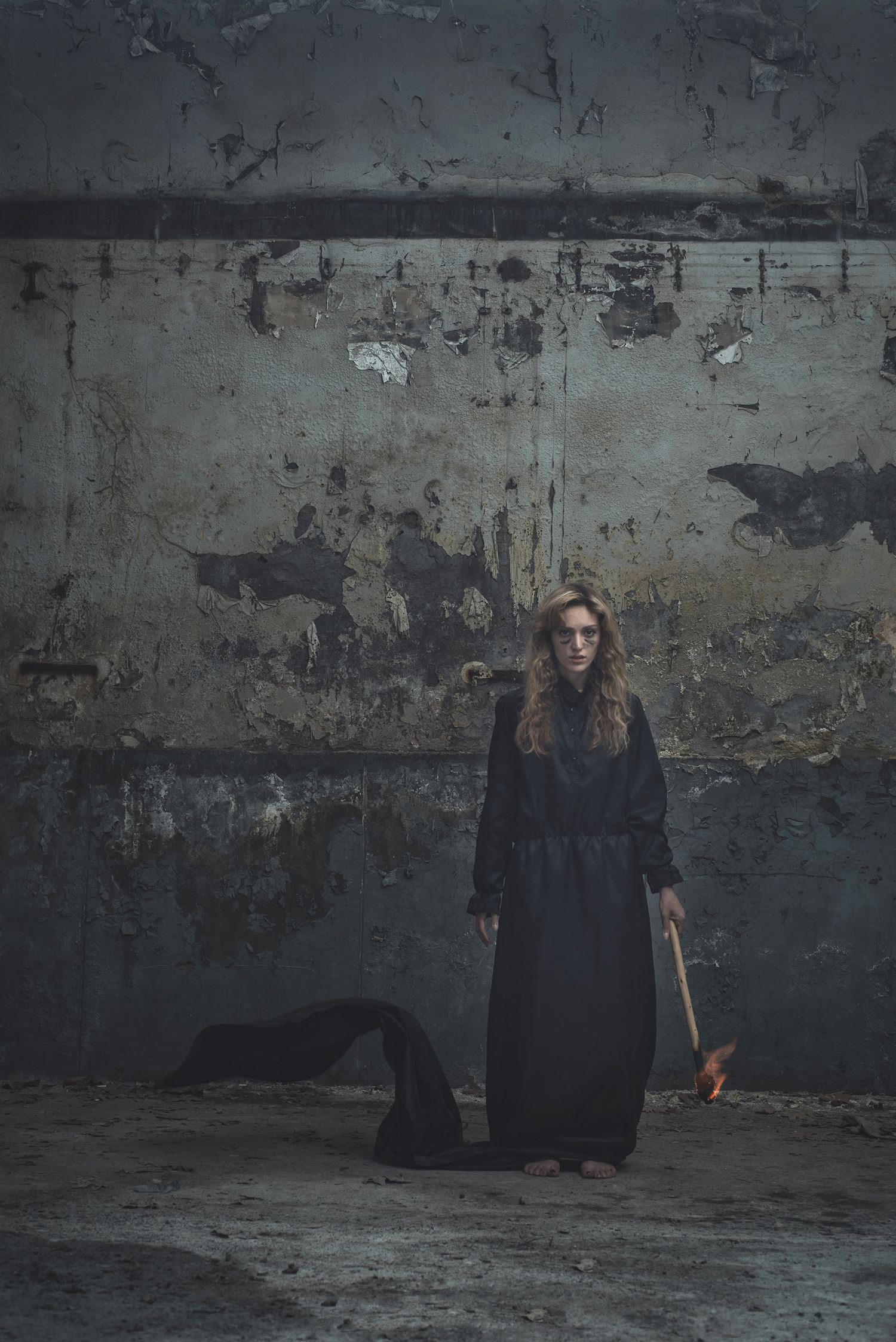 fotografía halloween modelo en negro