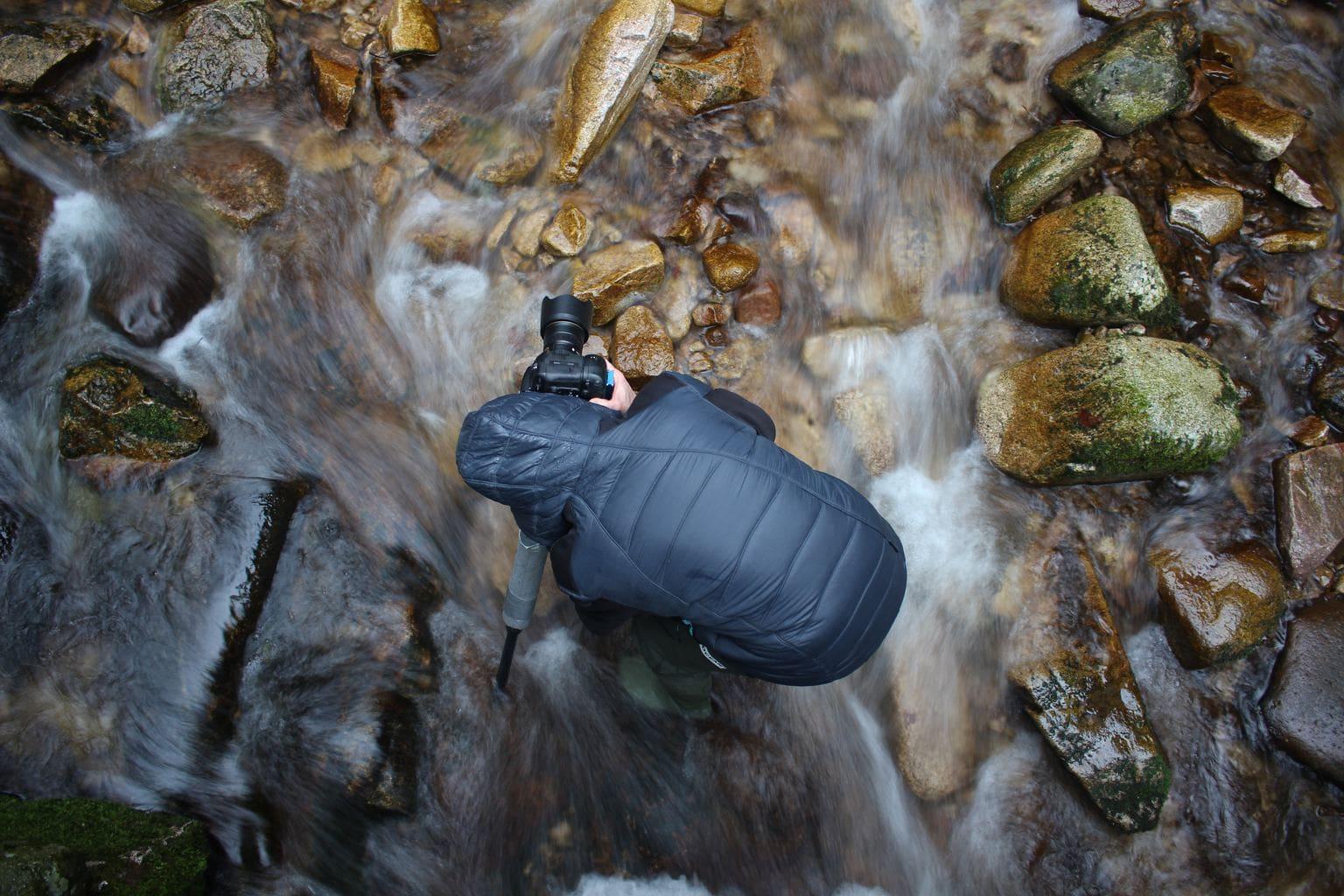 Fotógrafo en el río
