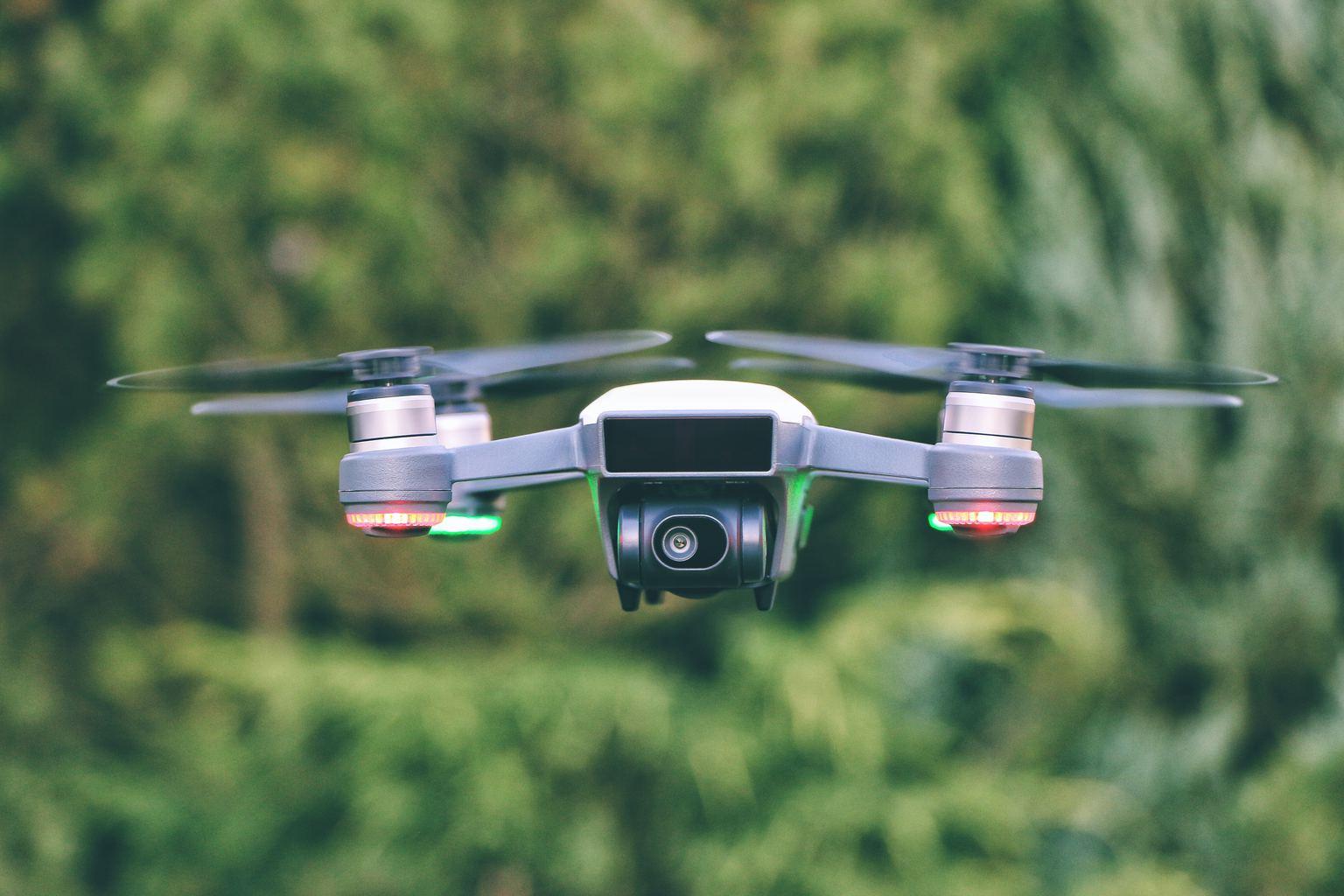 fotografía un dron con luces
