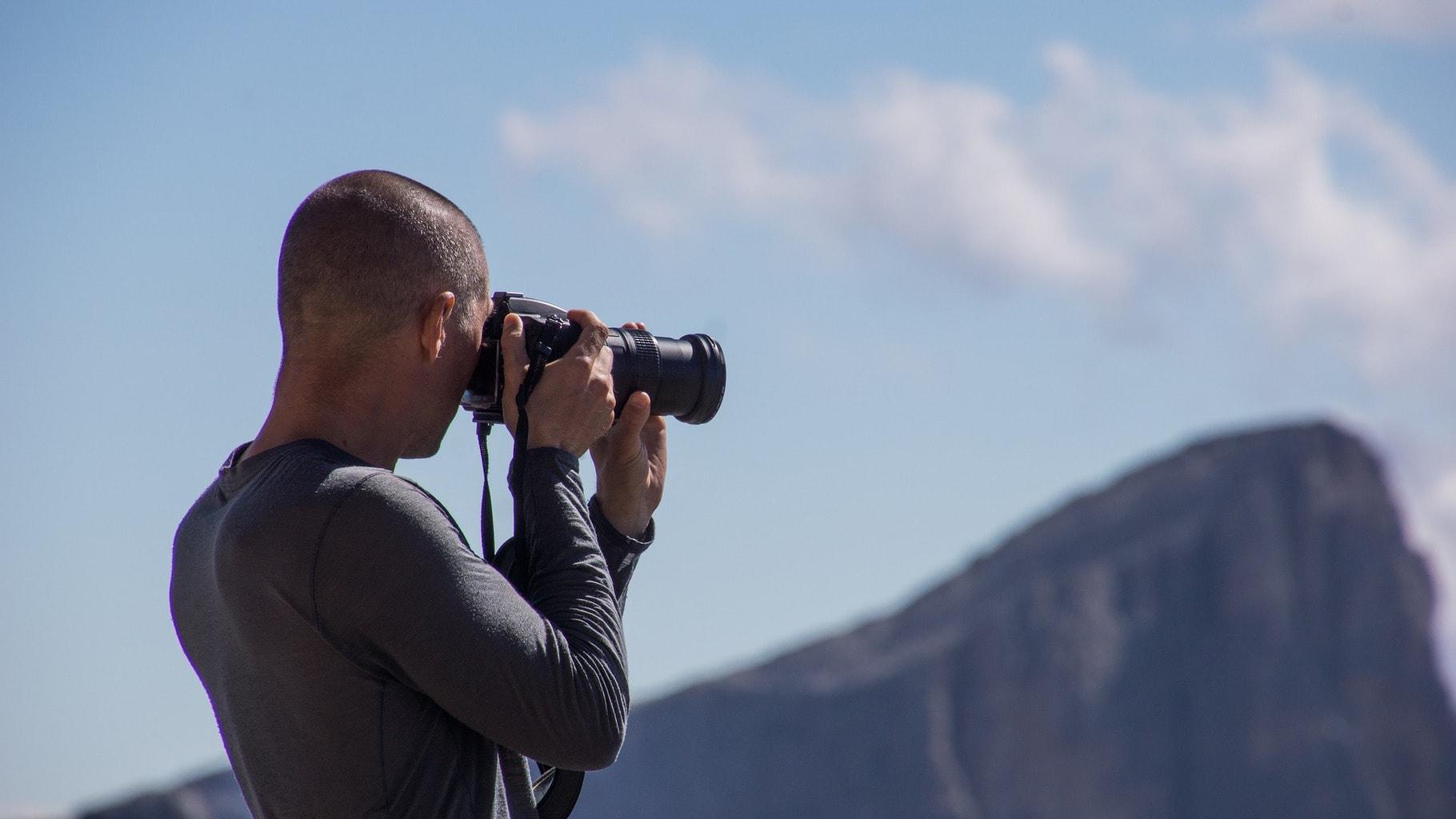 Fotografía de un fotógrafo tomando una foto