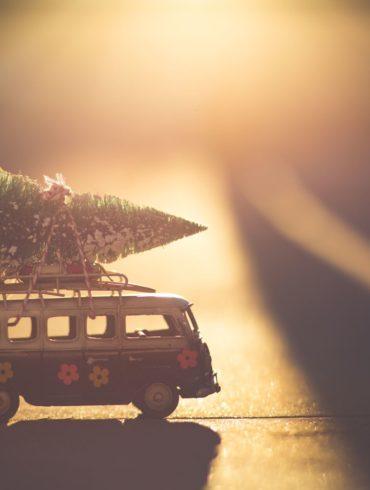 miniatura de caravana a contraluz