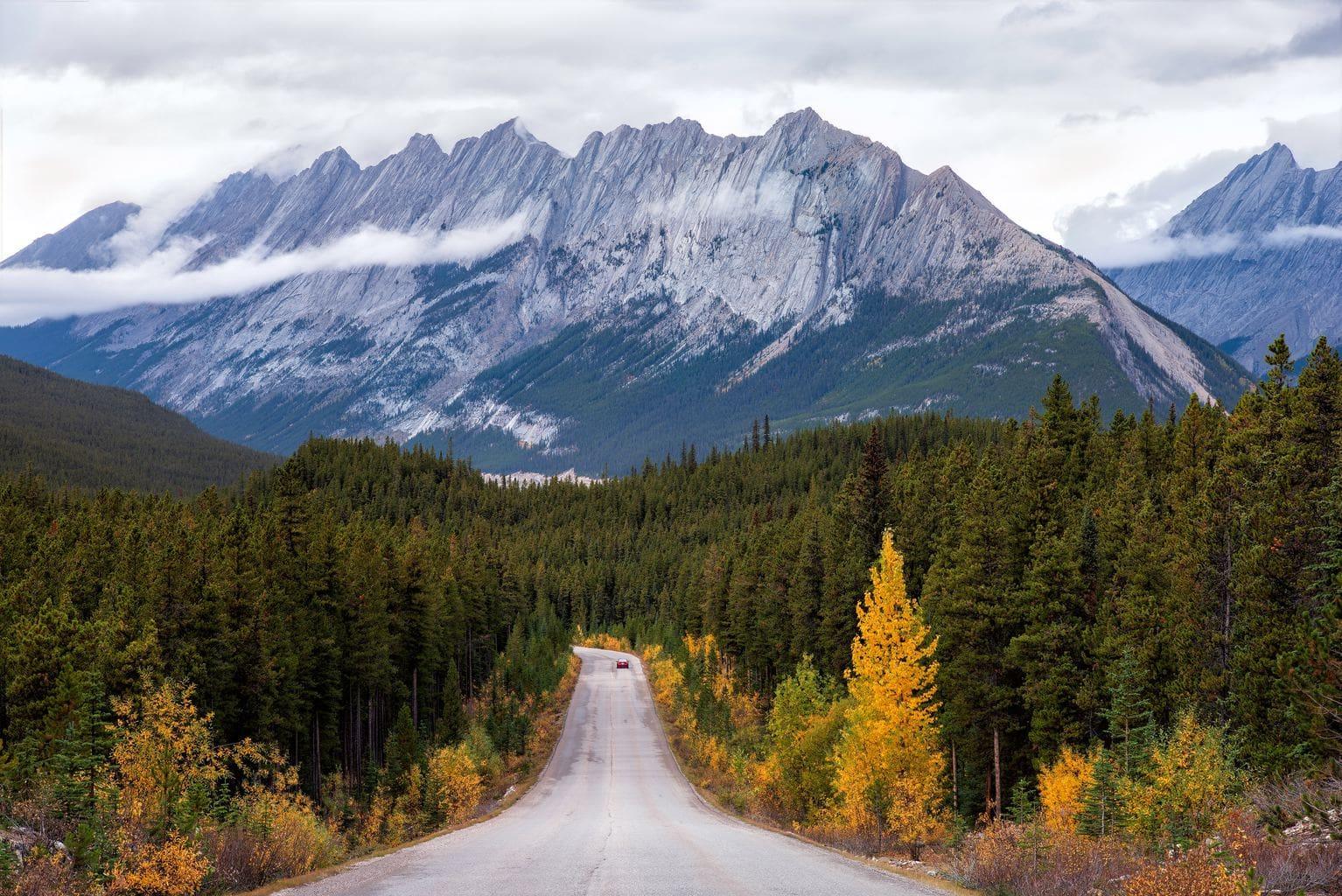 fotografía paisajes carretera y una montaña