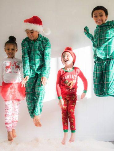 niños saltando