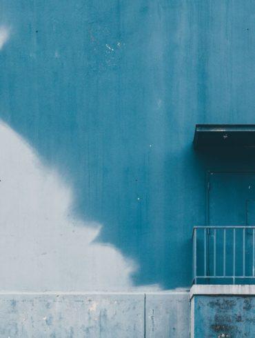 fachada de color azul