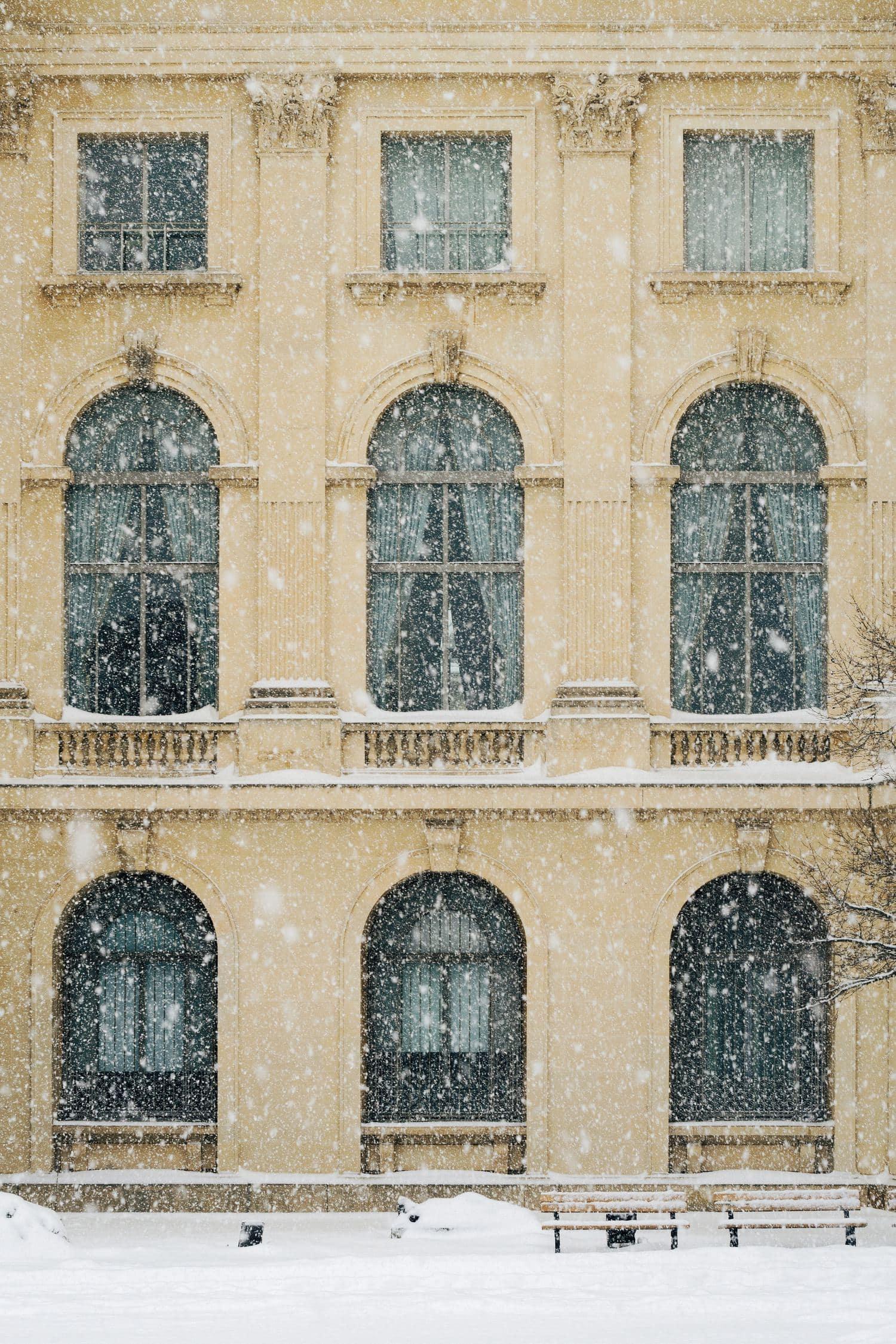 Fotografía de arquitectura con nevada