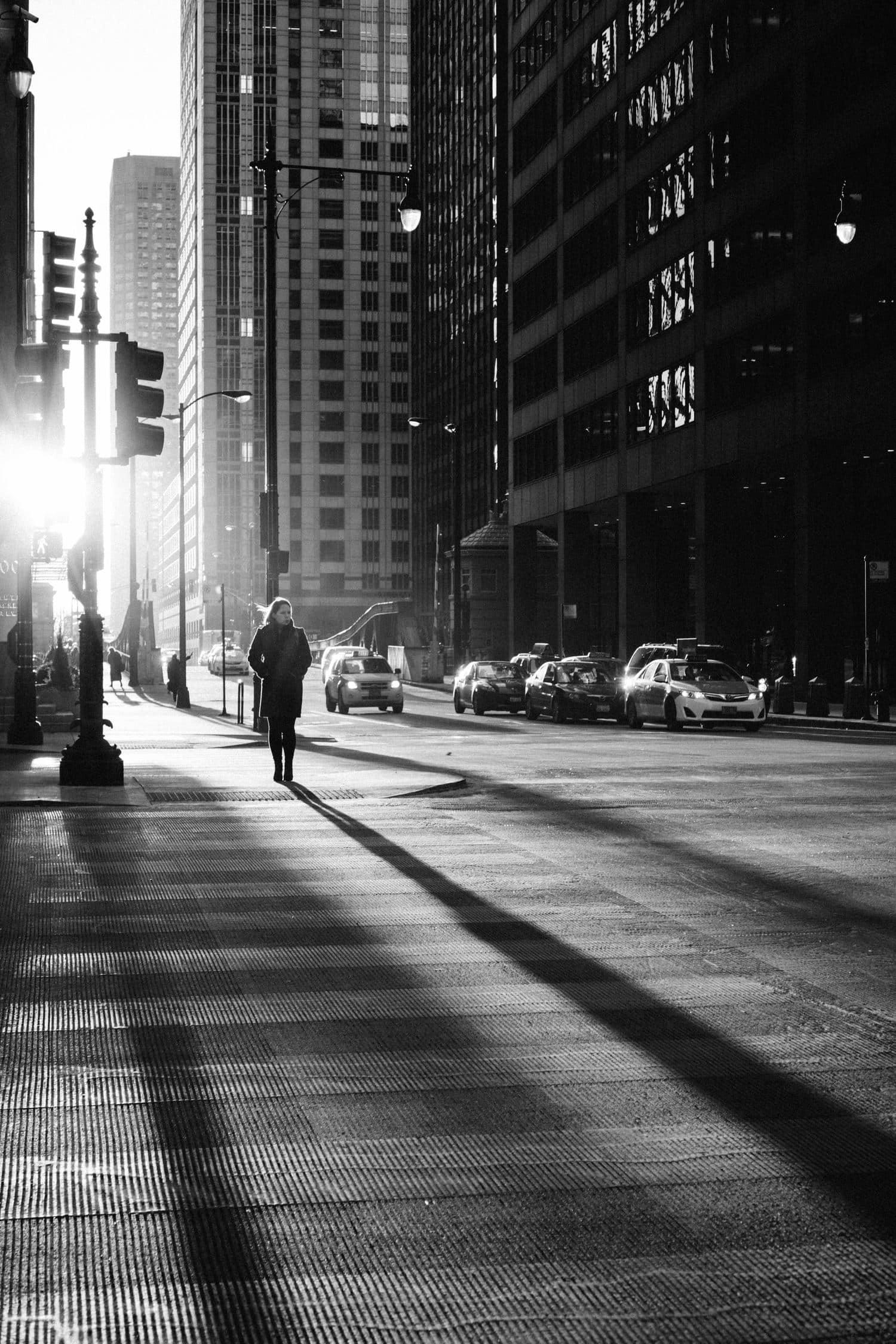 Mujer en paso de peatones