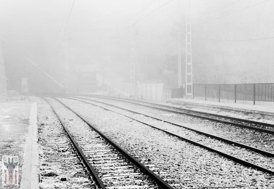 vías del tren nevadas
