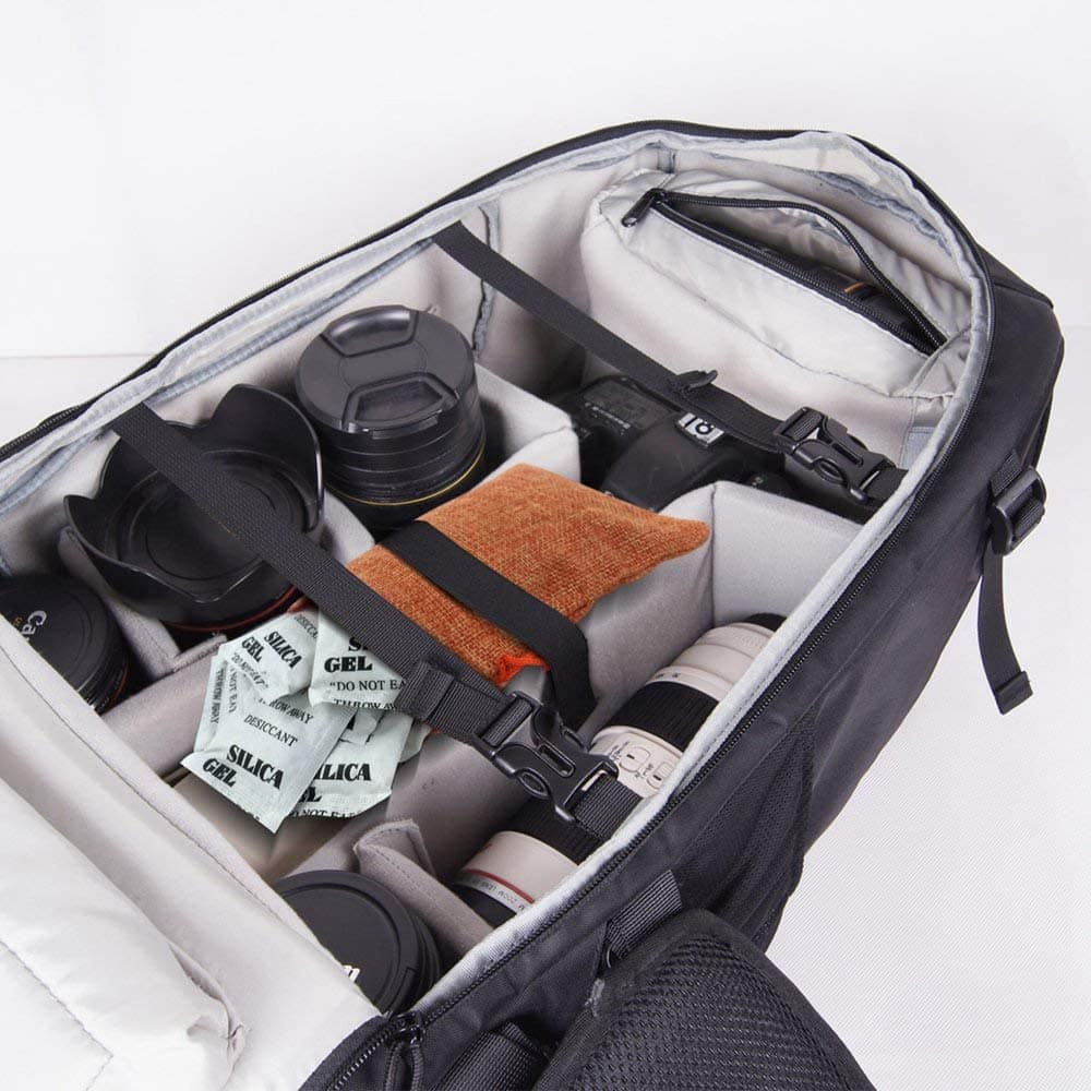 mochila fotográfica con equipo y bolsas de silice
