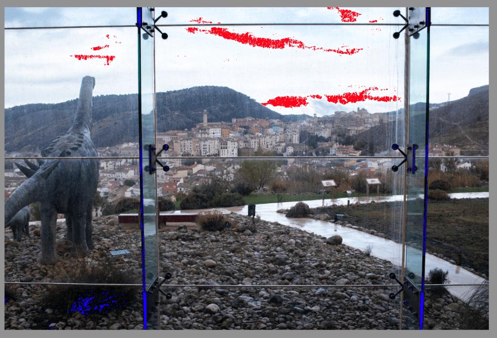 aviso en rojos y azules de zonas sin información