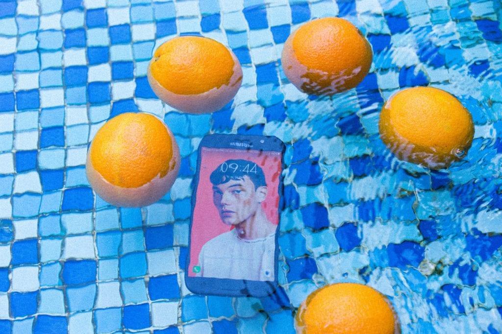 móvil agua naranjas