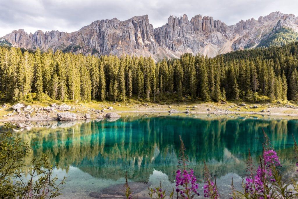 montañas reflejo paisaje