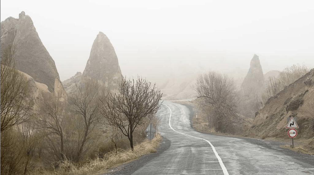carretera hacia las rocas