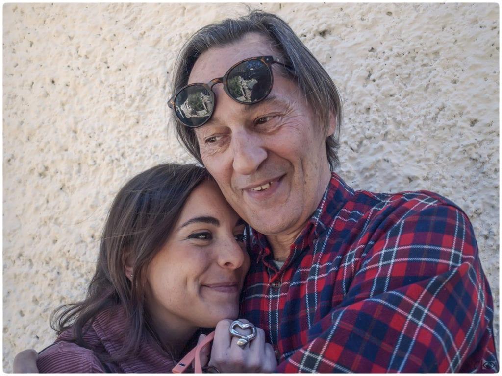 Abrazo de padre e hija