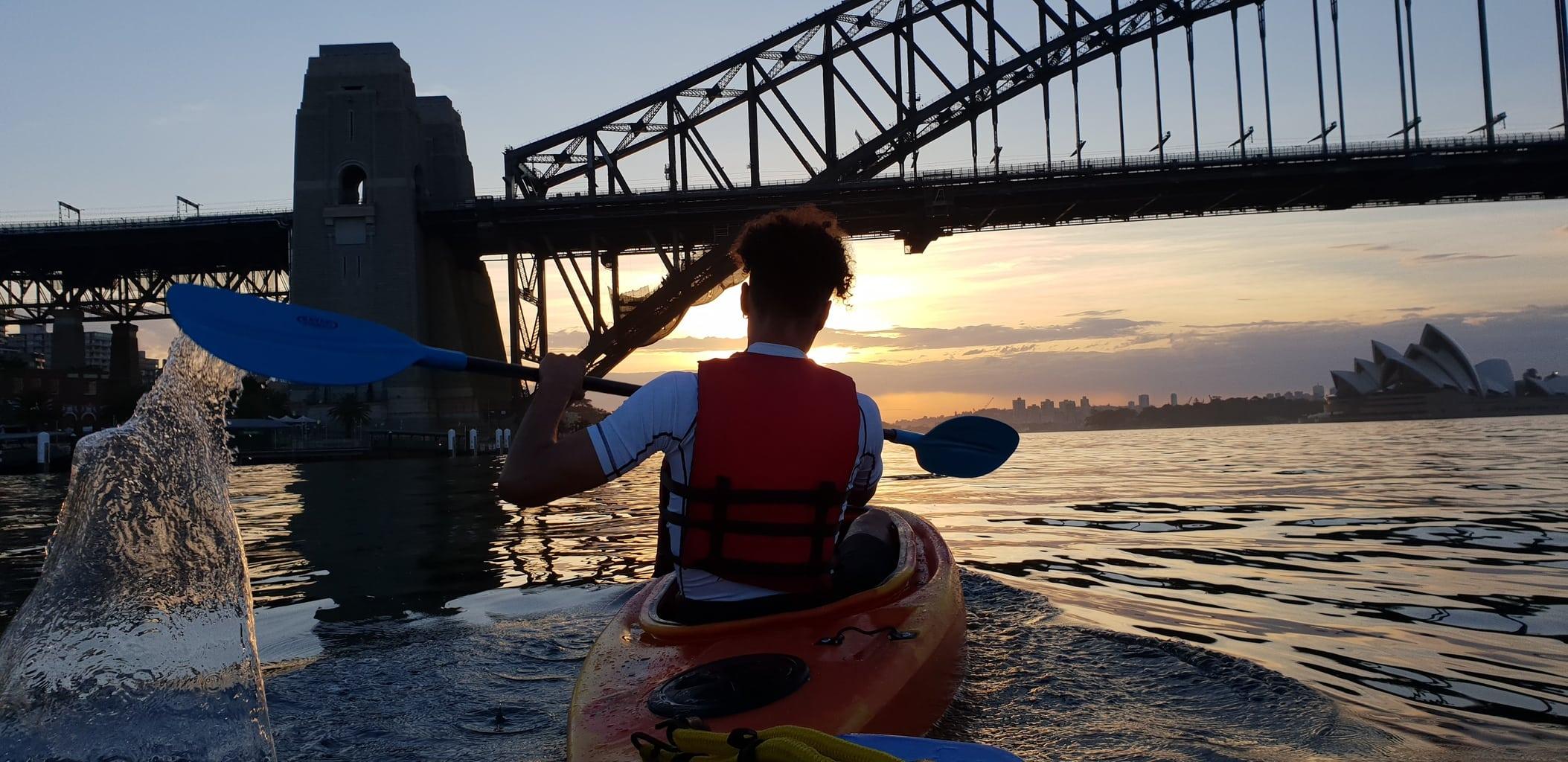 foto tomada con un Galaxy S9 de un joven en canoa