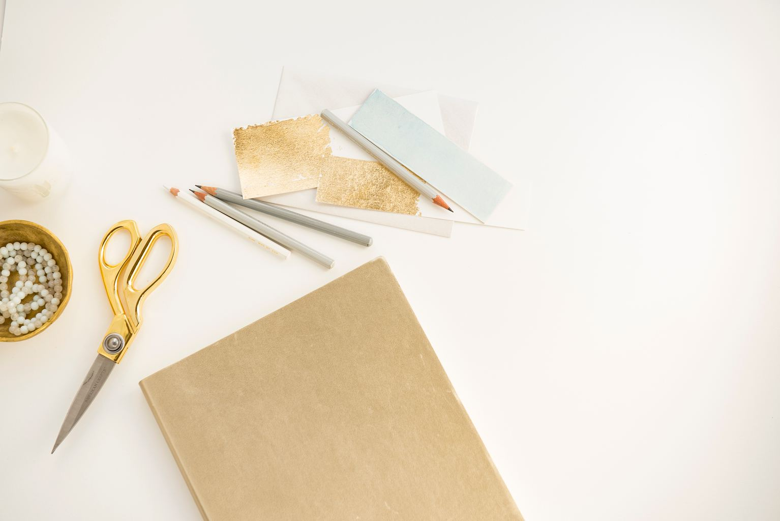Tijeras y material para manualidades
