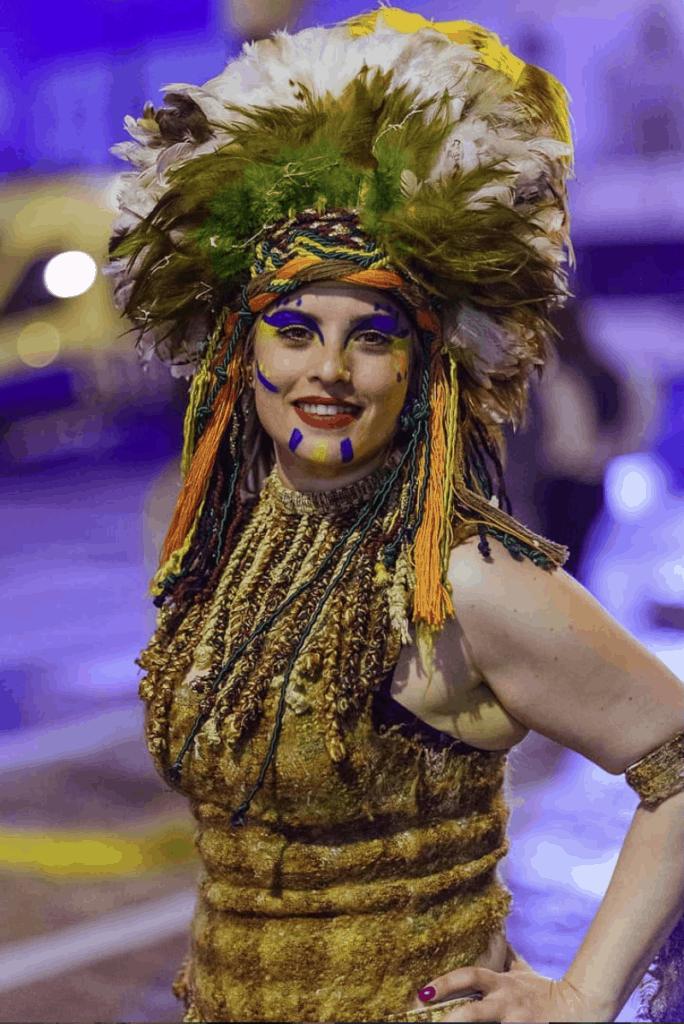Chica disfrazada en carnaval