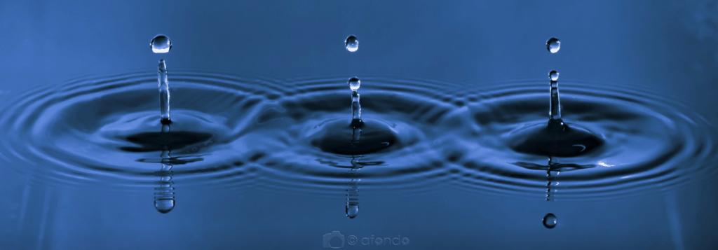 Tres gotas de agua macro