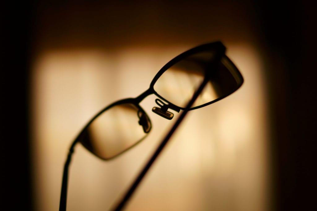 Gafas en el aire