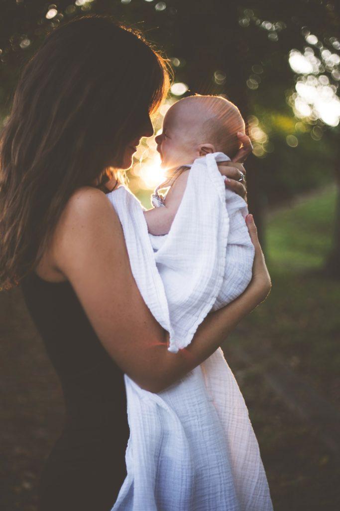 abrazo bebé