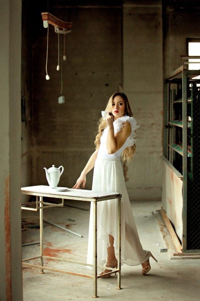 Mujer con taza de té
