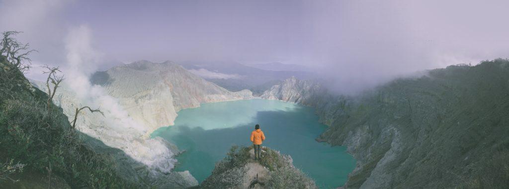 panorámica lago montañas