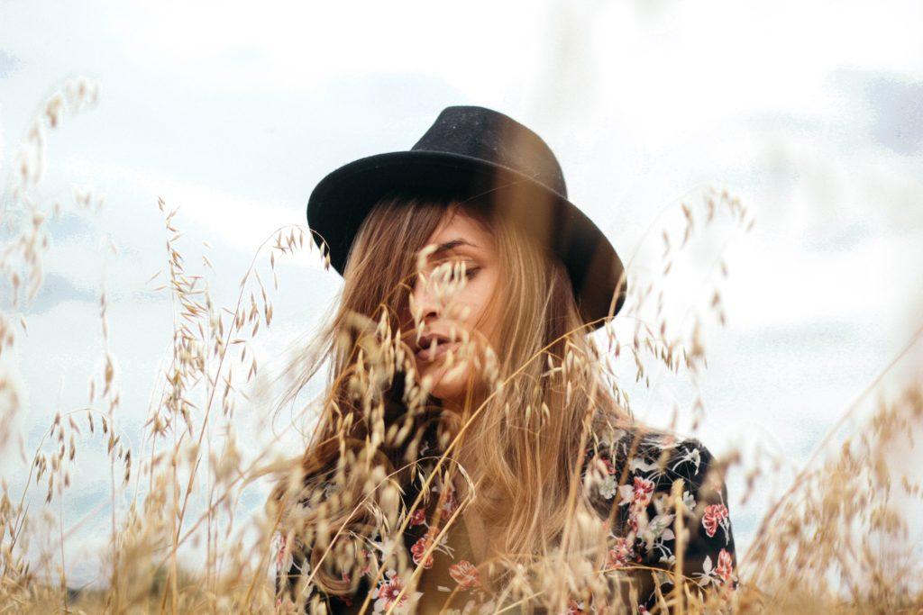 chica sombrero retrato