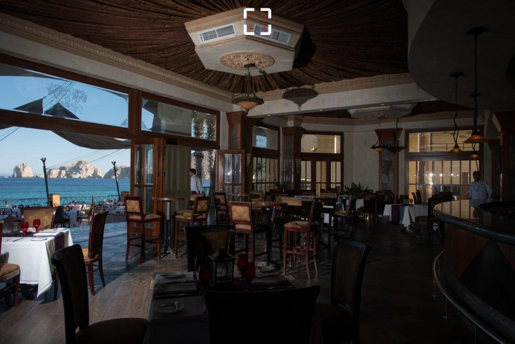 Foto con flash en mesa para apilado