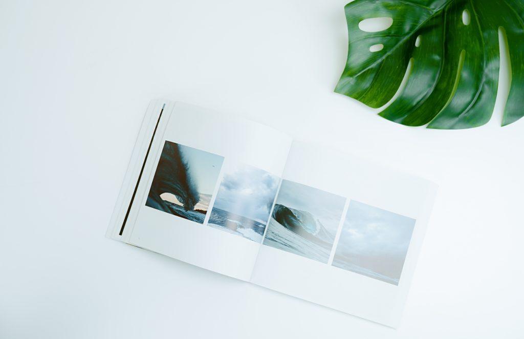 Fotos de olas en un libro