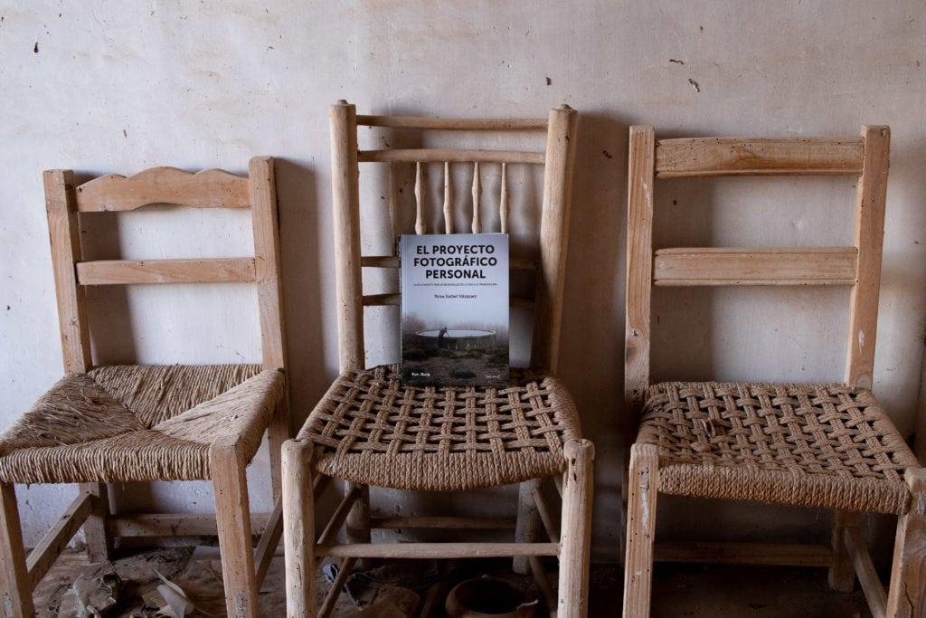 libro sobre sillas viejas