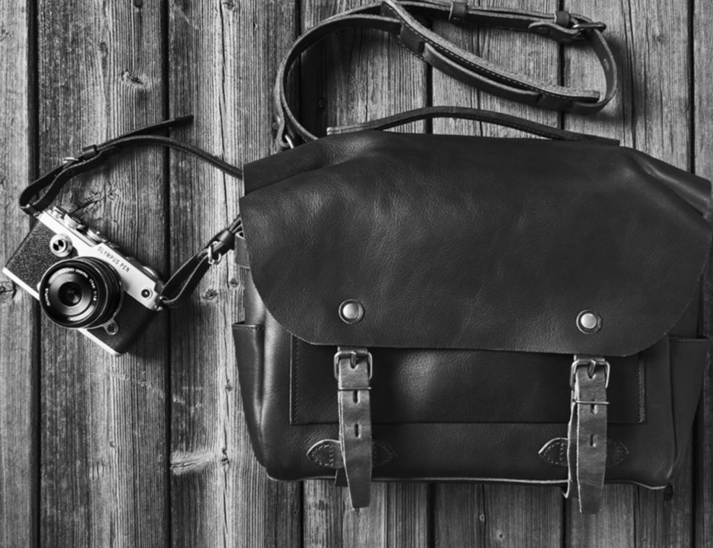 cámara retro con bolsa porta cámara de piel