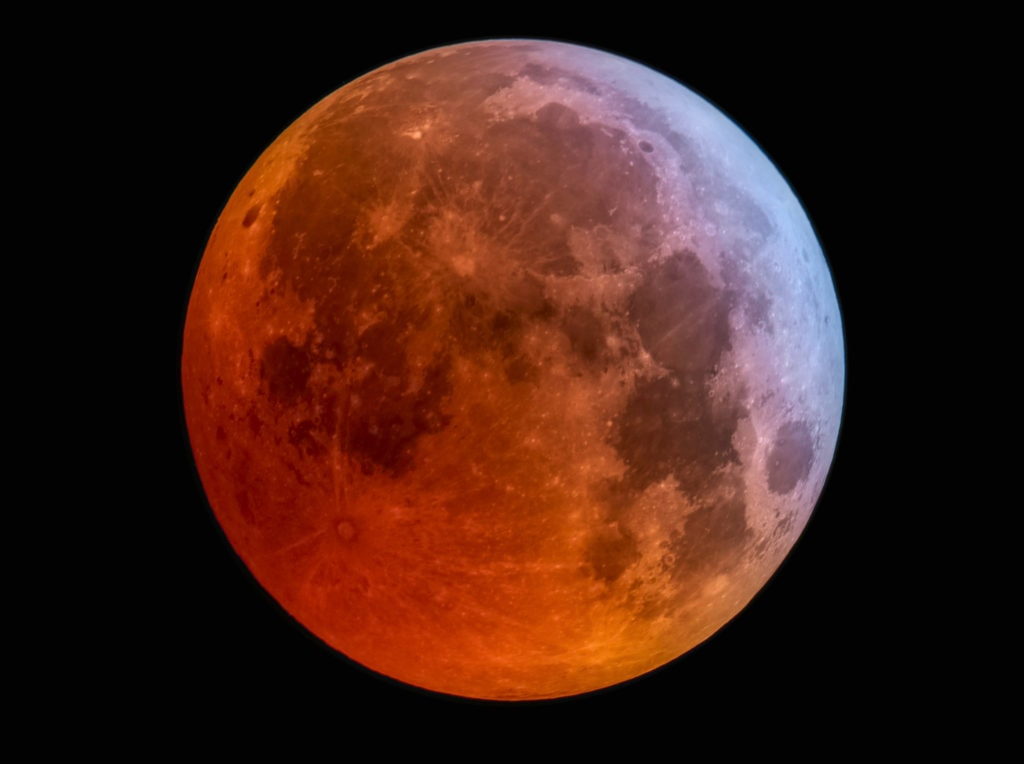 Luna roja fotografiada con una canon 4000D